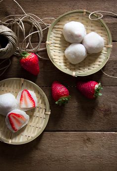 Japanese sweets, Ichigo Daifuku - rice cakes stuffed with strawberries いちご大福