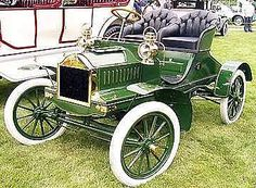"The tires of this 1904 Oldsmobile Model N Touring Runabout were not chosen for their color. Until B.F. Goodrich introduced ""carbon black"" into the vulcanizing process in 1910, automobile tires were white."