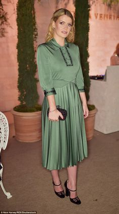 Simply sophisticated: Lady Kitty Spencer kept things demure in a green Fifties-style dress with a romantic pleated skirt Royal Fashion, Cute Fashion, Modest Fashion, Look Fashion, Pink Prom Dresses, Backless Prom Dresses, Dresses For Teens, Club Dresses, Party Dresses