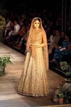 Vogue Wedding Show 2020 Gold Lehenga, Bridal Lehenga, Sabyasachi Collection, Vogue Wedding, Wedding Bride, Wedding Ceremony, Indian Couture, Indian Bridal, Bride Indian
