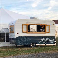 Camper Renovation 97038566956982301 - Mobile bar in Nashville, TN. Source by flyinghamrental Porch For Camper, Diy Camper, Vintage Camper Redo, Horse Box Conversion, Mobile Coffee Shop, Coffee Trailer, Caravan Bar, Airstream Renovation, Food Truck Design