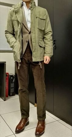 Green Jacket Outfit, Leather Jacket Outfits, Military Fashion, Mens Fashion, M65 Jacket, Bon Look, Star Clothing, Safari Jacket, Mens Style Guide