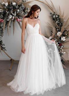 Long Wedding Dresses, Bridal Dresses, Gown Wedding, Wedding Cakes, Wedding Rings, Wedding Dress With Belt, Casual Wedding Dresses, Wedding Dress Simple, Different Wedding Dress Styles