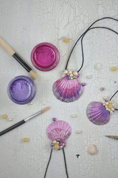 Mermaid necklace - little. Meerjungfrauen Kette - little. Summer Crafts, Fun Crafts, Diy And Crafts, Arts And Crafts, Seashell Art, Seashell Crafts, Diy For Kids, Crafts For Kids, Mermaid Crafts