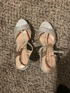 de04b91fc687 De Blossom Collection Women s Size US 8.5M Dressy Silver Peep Toe 3.5   Heel