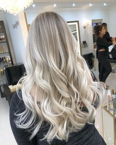 Pretty blonde 👌 so natural! Almost all our blonde lady's come in every months! That's only twice a year for their hair makeovers ! Beach Blonde Hair, Bright Blonde Hair, Silver Blonde Hair, Blonde Hair Shades, Blonde Hair Looks, Platinum Blonde Hair, Ash Blonde Balayage Silver, Perfect Blonde Hair, Blonde Hair Inspiration