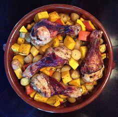 Kürbis, Kartoffeln und Hähnchenschenkel aus dem Backofen, ein gutes Rezept aus der Kategorie Geflügel. Bewertungen: 245. Durchschnitt: Ø 4,6.