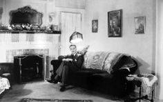 Paul Lukas at home / 1920s