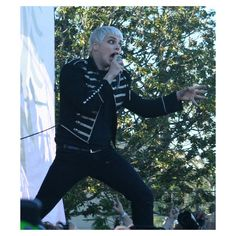 daaaaaammmmnnnnnn geeee 25c3f45 on gerardwayisoooohhhhh's Blog -... ❤ liked on Polyvore featuring bands, gerard way, my chemical romance and pictures