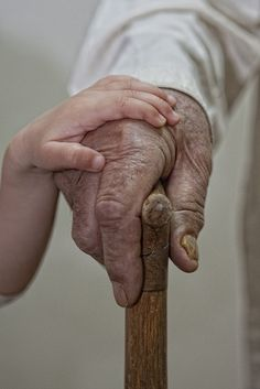 Photo: 'Let me help', in Manama, Kingdom of Bahrain, by Hussain Khalaf / País Bareín (BH)