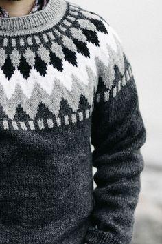 Ravelry: Stickad herrtröja pattern by Arja Viitala Mens Knit Sweater Pattern, Sweater Knitting Patterns, Knitting Designs, Men Sweater, Sweaters For Women, Icelandic Sweaters, Wool Sweaters, Édredons Cabin Log, Winter Outfits Men