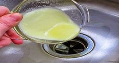 DIY Disposal Cleaner - ½ cup lemon juice & ½ cup baking soda Heat lemon juice in microwave for 30 seconds. Add baking soda slowly (it will bubble) and mix well. Turn on the disposal and pour down the. Household Cleaning Tips, Cleaning Recipes, Cleaning Hacks, Household Products, Household Cleaners, Car Cleaning, Cleaning Supplies, Cleaners Homemade, Diy Cleaners