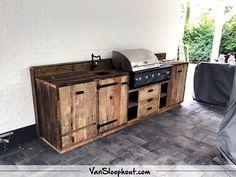 Buitenkeuken van Barnwood! Op locatie is deze buitenkeuken gemaakt door timmermannen van VanSloophout.com! Wil jij ook zoiets hebben? Neem contact met ons op!