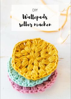 Wattepads häkeln – nachhaltig leben Crochet Instructions: Cotton pads can be quickly and easily crocheted from wool rests Hand Knitting, Knitting Patterns, Crochet Patterns, Macrame Patterns, Easy Knitting Projects, Crochet Projects, Macrame Projects, Youtube Crochet, Knit Crochet