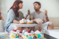 fototafia #casal #casa #emcasa #home #photoshoot #fotografa #photographer #kikamafra #peppermintstudio #couple #prewedding #precasamento #amor #love #casamento #inspiration #inspiracao  #cupcakes