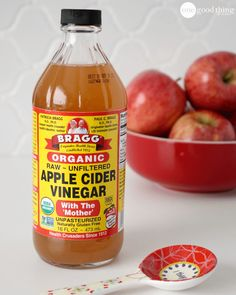 Apple cider vinegar is an all-purpose kitchen product which can do wonders for your skin. Apple Cider Vinegar is rich in acetic, citric and malic acids as well as vitamins. Apple Cider Vinegar Remedies, Unfiltered Apple Cider Vinegar, Apple Cider Vinegar Benefits, Foot Soak Vinegar, Vinegar With The Mother, Mother Vinegar, Apple Cider Vinegar Mother, Vinager, Bad Breath