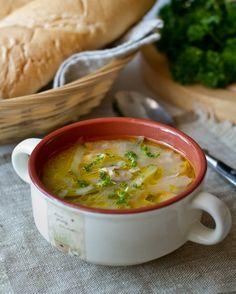 Рассольник – это еще одно блюдо, которое я всей душой ненавидела в школьные годы и полюбила во взрослом возрасте 🙂 Сегодня я делюсь с вами рецептом, по которому готовлю этот суп я. Мы все прекрасно понимаем, что у рассольника, как и у любого традиционного блюда, есть множество вариантов приготовления. Поэтому…