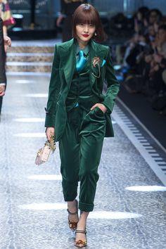 Dolce & Gabbana Fall 2017 Ready-to-Wear Fashion Show Collection