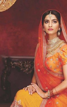Sonam Kapoor in her Bollywood Bridal Avatar Bollywood Bridal, Bollywood Fashion, Bollywood Jewelry, Sonam Kapoor, India Fashion, Ethnic Fashion, Saris, Bollywood Celebrities, Bollywood Actress