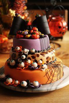 Halloween Eyeball cake from coupefeti