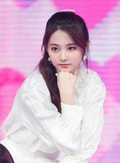 I've never seen someone soo beautiful. Nayeon, Korean Beauty, Asian Beauty, Asian Woman, Asian Girl, Twice Tzuyu, Girl Bands, Most Beautiful Women, Korean Girl Groups
