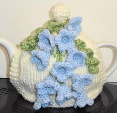 Scottish bluebells one of a kind . Hand Knitting, Knitting Patterns, Knitted Tea Cosies, Tea Cozy, Tea Accessories, Hobbies And Crafts, Teapots, Knitting Projects, Crochet