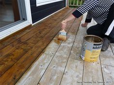 Staining your exterior Deck. Apply wood stain on decking. High Performance Translucent Satin Finish SIKKENS Paint or stain the railings, stairs and victorian trims. Wood deck care - Keep Deck well protected. How to choose the best wood stain. Deck Stain Colors, Deck Colors, Deck Maintenance, Deck Makeover, Bois Diy, Diy Deck, Decks And Porches, Home Repairs, Reno