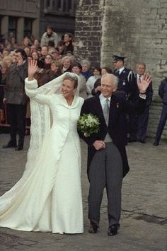 Catharina of Hapsburg with her father Archduke Rudolf of Austria on her wedding day in Ghent on 9 Jan 1999 Royal Wedding Gowns, Royal Weddings, Bridal Gowns, Adele, Royals Today, Austria, Dream Wedding, Wedding Day, Royal Brides
