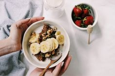 RECIPE :   1 scoop Wazoogles Moondust 1/4 cup quinoa 1/4 cup whole rolled oats 1 ¼ cup water ½ sliced banana 1 tsp honey 1 tbsp coconut oil 1 tbsp tahini or nut butter of your choice toppings: other half of the banana sliced, almonds/cashews. almond milk to make it creamy Almond Milk, Coconut Oil, Banana Slice, Rolled Oats, Nut Butter, Smoothie Bowl, Tahini, Quinoa, Acai Bowl