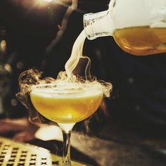 Mangler du inspiration til dine cocktail-kreationer? Klik dig over på blog.dinnerbooking.com hvor du kan deltage i konkurrencen om Bartenderens Grundbog der er forfattet af hasse Johansen fra @stpaulsapothek #cocktail #restaurant #drink #konkurrence #aarhus #instagram