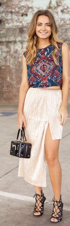 Australia street style inspiration for Spring / Summer: a colorful crop top, high-low skirt, lace-up sandals and square purse