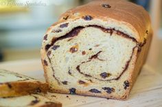 This Cinnamon Raisin Bread is one of the simplest breads you can make at home, and and it's loaded with wonderful cinnamon flavor! Fruit Bread, Dessert Bread, Sultana Recipe, Good Bakery, Cinnamon Raisin Bread, Easy Bread, Sweet Bread, Bread Recipes, Cinnamon Recipes