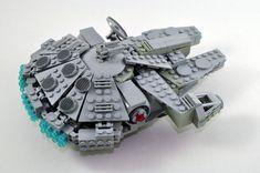 Midi-scale Millennium Falcon   par Omar + kamitera