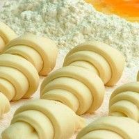 Dough from cottage cheese - Fill with cranberries, apples, cinnamon, etc. Cheese Recipes, Cooking Recipes, Le Croissant, Batter Recipe, Kolaci I Torte, Good Food, Yummy Food, Bread And Pastries, Russian Recipes