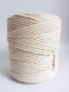 corde en coton 3 mm, 1/8 en corde en macramé -3 brins de corde de coton torsadé -corde de macramé naturel 100 % de l'UE. -1,5 kg (environ 3 livres 5 onces) tordu une corde en coton -couleur - ce cordon en coton n'est pas blanchi, donc il a une couleur naturelle de coton à la recherche (pas pure blanc, crème) -corde longueur environ 448 yd ou 410 m EMBALLAGE: 1 de 1,5 kg macramé cordon de bobine. S'IL VOUS PLAÎT PRENDRE ATTENTION: C'est nouveau coton Cordon torsadé lot, donc il est pl...