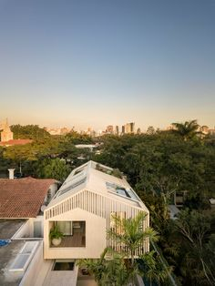 Image 11 of 44 from gallery of GGL House / Studio AG Arquitetura. Photograph by Fernando Guerra Studios Architecture, Architecture Details, Home Studio, Interior Garden, Interior And Exterior, Roof Design, House Design, Gable House, French Decor