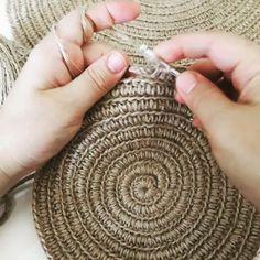 Totally handmade crochet tote bag with short or long knitt Crochet Market Bag, Crochet Tote, Love Crochet, Beautiful Crochet, Diy Crochet, Double Crochet, Diy Crafts Knitting, Macrame Purse, Craft Images