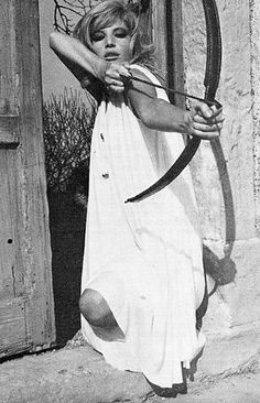 Monica Vitti armed