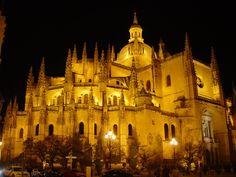 A visitar a la Dama de las Catedrales en Segovia y ver si San Frutos sigue leyendo en sus umbrales