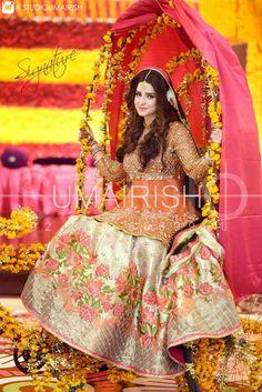 Minahil on her Signature mehndi shoot . Asian Wedding Dress, Pakistani Wedding Outfits, Pakistani Wedding Dresses, Bridal Outfits, Bridal Mehndi Dresses, Bridal Lehenga, Bride Dresses, Pakistan Bride, Pakistan Wedding