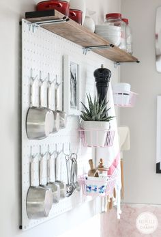 Diy: pegboard kitchen storage storage solutions мини кухня, металлические с Kitchen Pantry Design, Kitchen Organization Pantry, Kitchen Storage Solutions, Diy Kitchen Storage, Kitchen Decor, Kitchen Pegboard, Smart Kitchen, Kitchen Tools, Kitchen Ideas