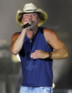 Kenny Chesney performs during the No Shoes Nation tour at MetLife Stadium in East Rutherford on Saturday August, 10, 2013. Ed Murray/The Star-Ledger