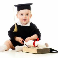 """Tous les bébés sont intelligents, on le sait. Le vôtre encore plus, foi de maman ! Mais certains ont déjà un fonctionnement intellectuel particulier et deviendront ce qu'on appelle des enfants """"précoces"""". Et si c'était le cas du vôtre ? Bébé surdoué ou simplement très éveillé ? La psychologue et psychanalyste Monique de Kermadec nous aide à y voir plus clair. #HP #Arborescence #ydem"""