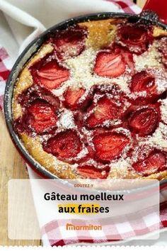 Gâteau moelleux aux fraises, une recette de dessert parfaite pour écouler les fraises abîmées que personne ne veut manger #marmiton #fraise #recette #recetteprintemps #cuisine #dessert #gateau #moelleux