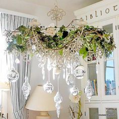 17 Gorgeous Christmas Chandelier For A Yuletide Home Decor Shabby Chic Christmas, Christmas Home, White Christmas, Vintage Christmas, Christmas Holidays, Christmas Colors, Christmas Wedding, Christmas Bulbs, Christmas Greenery