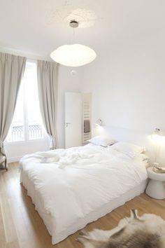 Wundervolles Schlafzimmer ganz in Weiß von Carine Tilliette. Mehr schöne Beispiele findet ihr im Artikel #schlafzimmer #weiß #schlafzimmerdesign #homify
