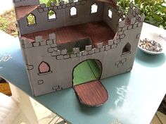 Card-board castle, une château en carton.