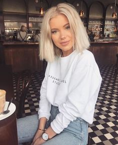 20 New Short Hairstyles for 2020 New Short Hairstyles, Short Haircuts, Haircut Short, Haircut Style, Blonde Hairstyles, Casual Hairstyles, Laura Jade Stone, High Waisted Denim Jeans, High Jeans