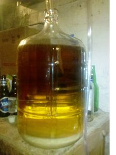 How to Make Homemade Banana Wine – Celebration Generation Wine And Liquor, Wine And Beer, Wine Drinks, Alcoholic Drinks, Cocktails, Beverages, Homemade Wine Recipes, Homemade Alcohol, Homemade Liquor