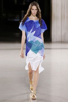See the Jonathan Saunders Spring 2015 collection on Vogue.com.